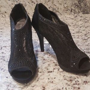 ⛄Coach and Four Black Lace Rhinestone High Heels 8
